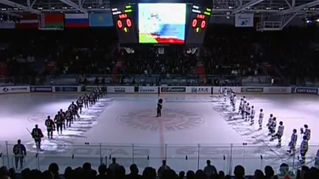 Команды исполняют гимн РФ