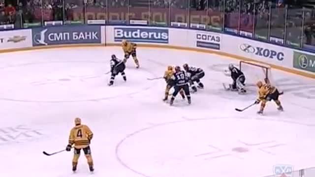 1-1. Ян Марек сравнивает счёт