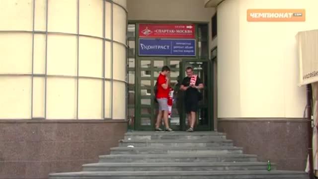 В магазине ФК «Спартак» прошла автограф-сессия Егора Титова